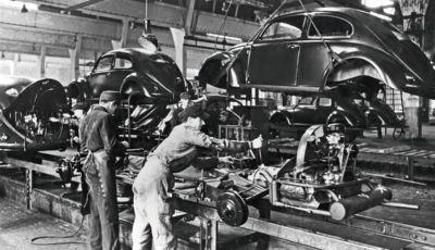 Volkswagen Maggiolino: 75 anni fa l'avvio della produzione di serie