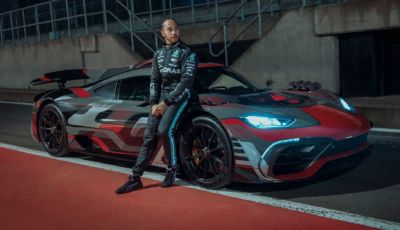 Mercedes lancia la divisione AMG E Performance con Hamilton come testimonial