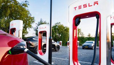 Tesla amplia la rete dei Supercharger al Nord e al Sud Italia