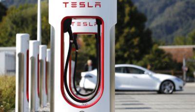 Tesla Supercharger: aperti a tutte le auto elettriche da fine anno!