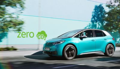 """Volkswagen ID.3: la """"base"""" con batteria da 45 kWh attacca da 24.290 Euro"""