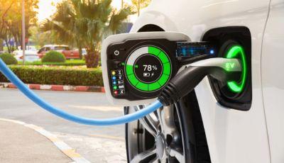 Auto elettriche: secondo Altroconsumo sono le più sostenibili e convenienti