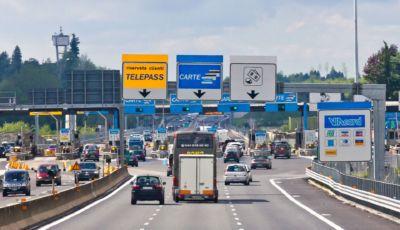 Autostrade in Europa: il casello per le auto elettriche costerà di meno