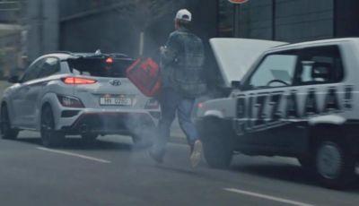 Hyundai deride Fiat: il pilota della Kona N prende in giro una Panda che va in fumo!