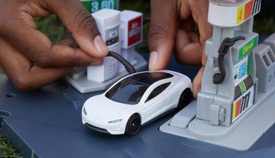 Matchbox Tesla Roadster: il modellino Mattel al 99% con materiali riciclati