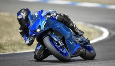 Nuova Yamaha R7: caratteristiche, immagini, motore
