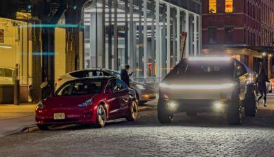"""Tesla Cybertruck: il """"carro armato"""" di Musk protagonista sulle strade di New York"""