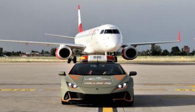 Nuova Lamborghini Huracan Evo Follow Me all'aeroporto di Bologna