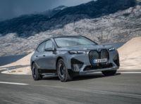 BMW iX: il SAV elettrico arriva a novembre con prezzi da 84.000 Euro