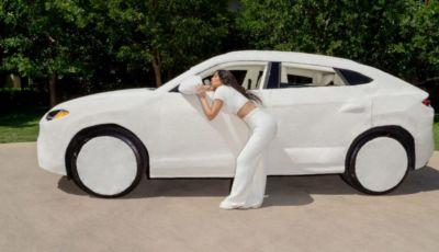 Lamborghini Urus: quella di Kim Kardashian è diventata un peluche!