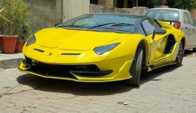 Honda Civic: un esemplare giallo si spaccia per una Lamborghini Aventador