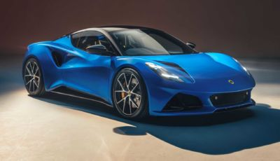 Lotus Emira: l'ultima hypercar a benzina debutta a Goodwood