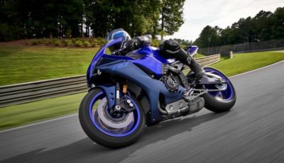Yamaha: la gamma sportiva si rifà il look nel 2022