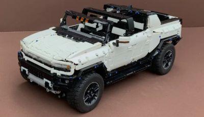 L'Hummer elettrico diventa un modellino LEGO in scala 1:10!